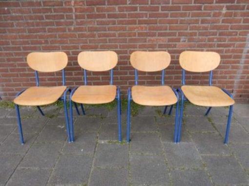 Vintage schoolstoelen industrieel