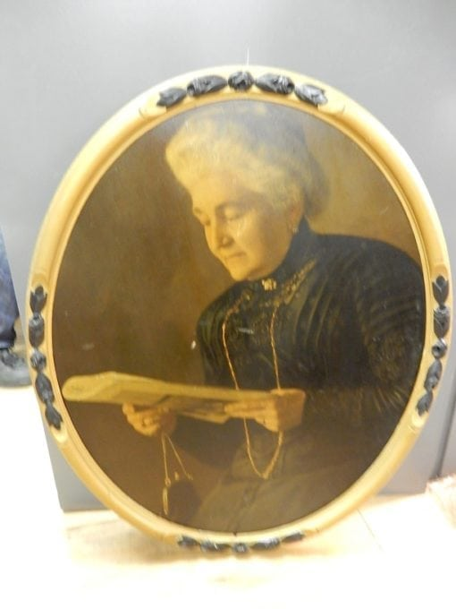 Antieke brocante ovaal schilderij oude dame