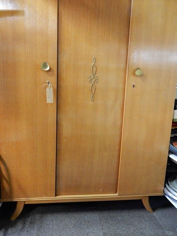 Vintage kledingkast d 39 rommels goed for 2e hands meubels
