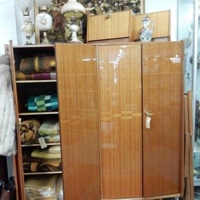 Vintage hoogglans kledingkast met nachtkastjes