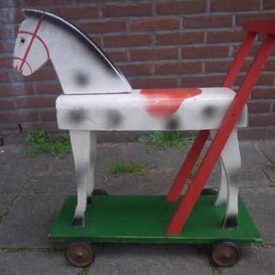 Antiek loop paardje
