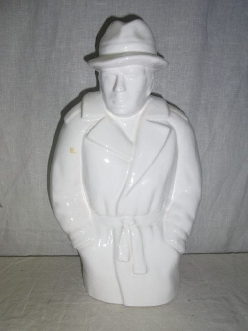 Beeld man in regenjas 40 cm