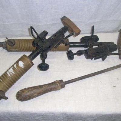 antieke soldeerbouten en soldeer hamer